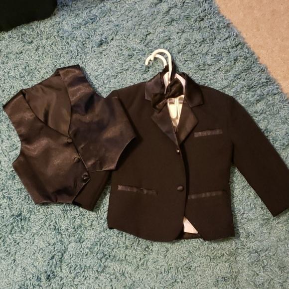 c3d5140f767 Toddler Boys Black Tuxedo Suit Coat Vest Bowtie